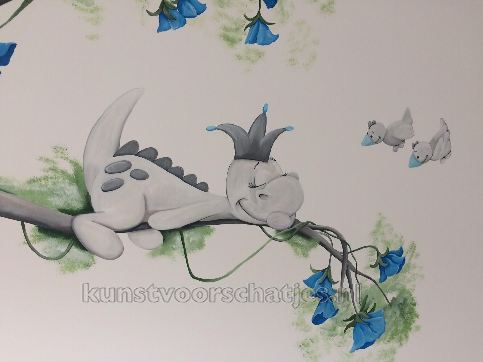 Dirk het draakje boom blauw closeup
