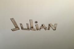 Naam in planken geschilderd